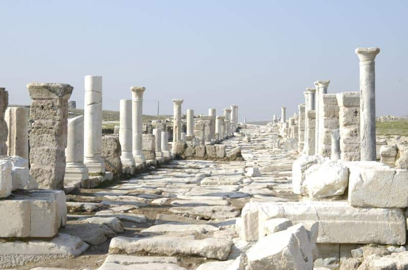 Laodicea The Laodicea congregation, the letter said, had some serious spiritual problems. Laodicea was neither hot nor cold. Discover to what natural effect Jesus was referring to.