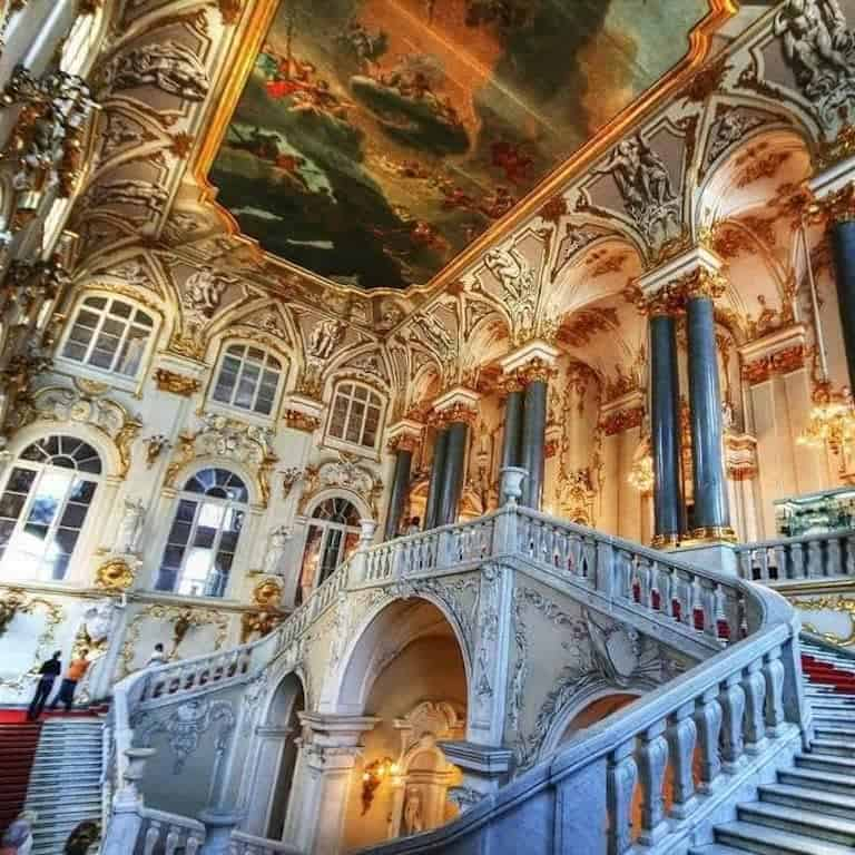 Jordan Staircase: The magnificent baroque staircase was meant to demonstrate that the Winter Palace is the residence of the gods.